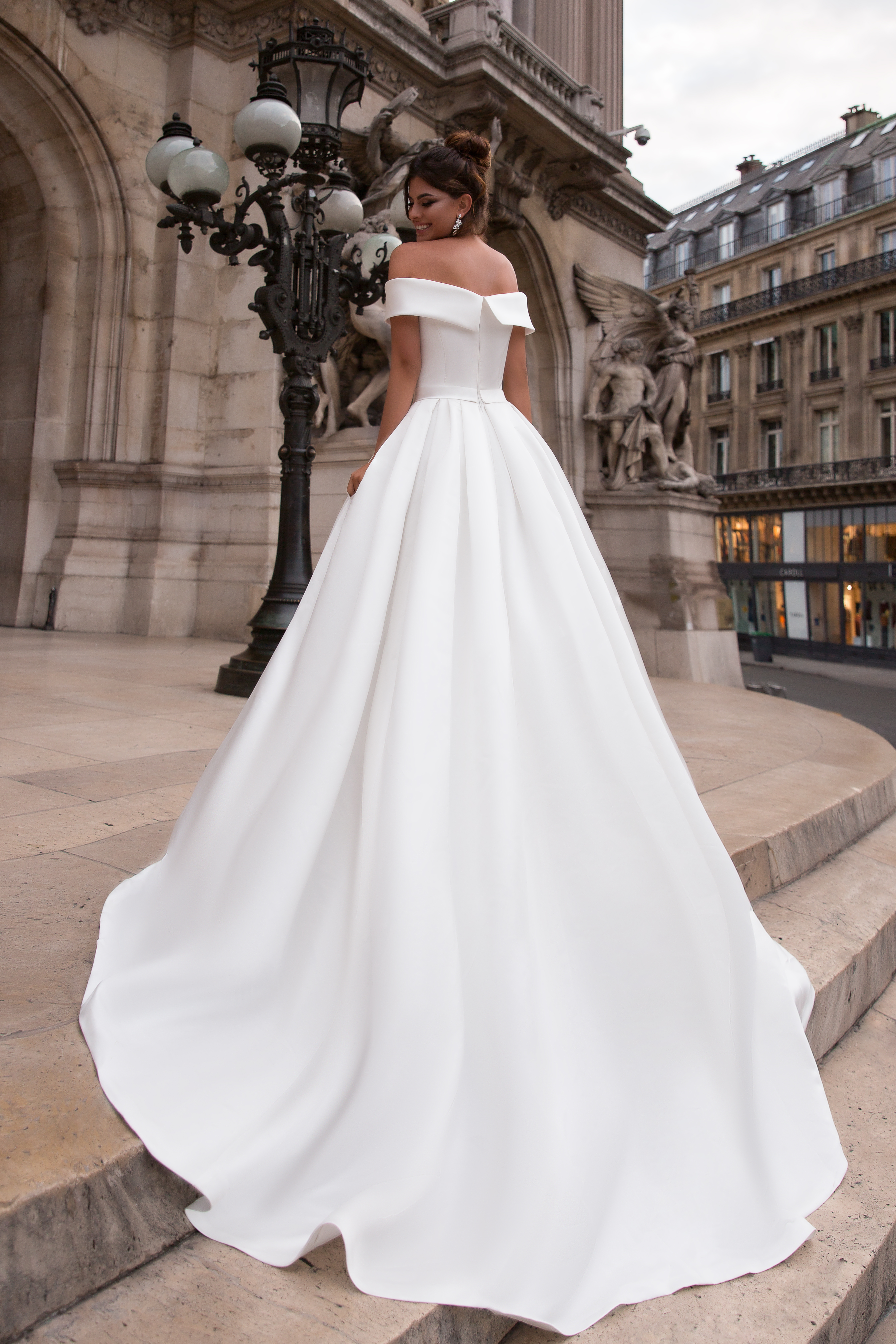 Свадебные платья Evis-1 Силуэт  Пишный  Цвет  White  Вырез  Прямой  Рукава  Приспущенный  Шлейф  Со шлейфом - Фото 3
