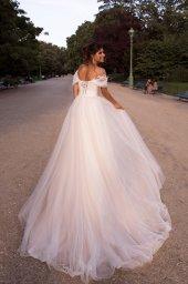 Свадебные платья Nino Силуэт  А-силует  Цвет  White  Вырез  Сердце  Рукава  Приспущенный  Шлейф  Без шлейфа - Фото 2