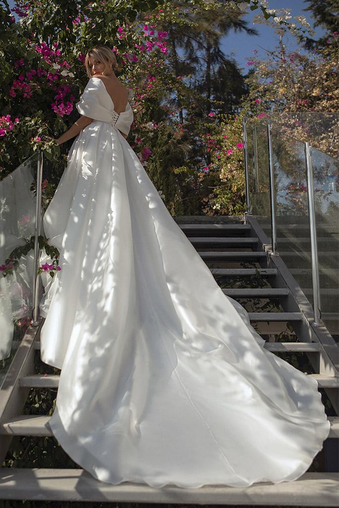 Свадебные платья Alicia Силуэт  А-силует  Цвет  White  Вырез  Сердце  Рукава  Приспущенный  Шлейф  Со шлейфом - Фото 3
