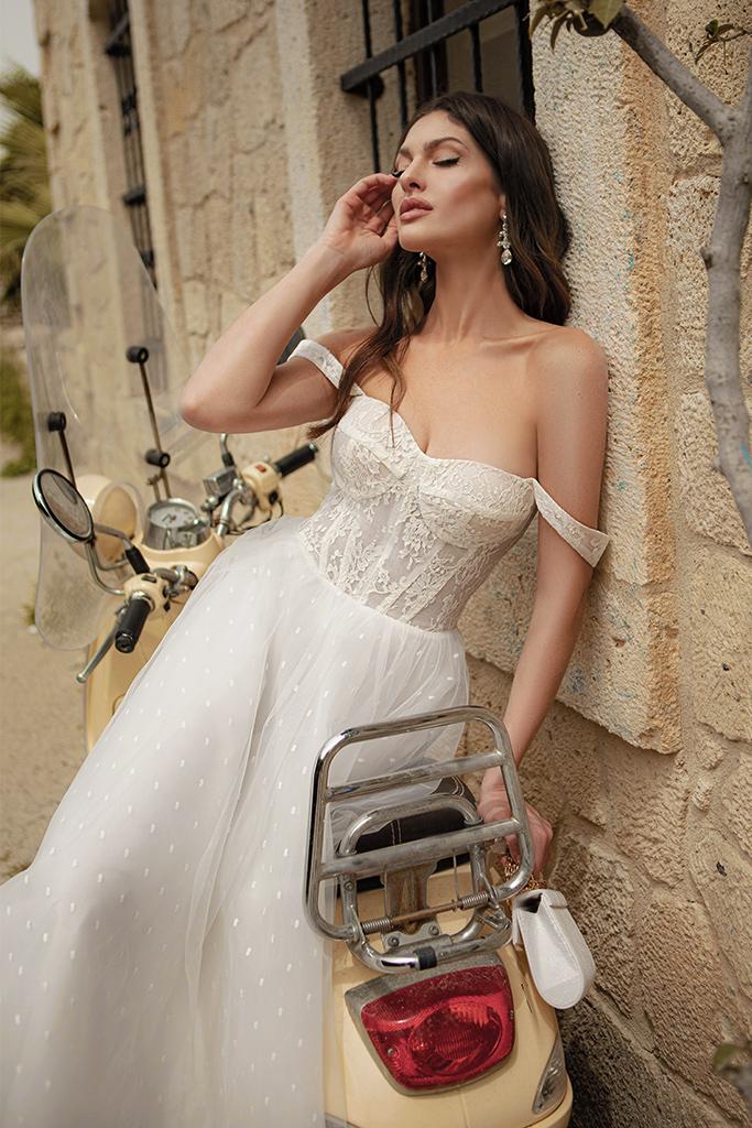 Свадебные платья Marisa Силуэт  Пишный  Цвет  White  Вырез  Сердце  Рукава  Без рукавов  Шлейф  Без шлейфа - Фото 2