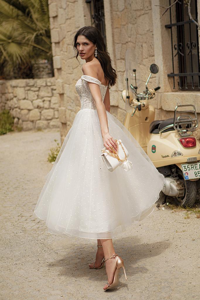 Свадебные платья Marisa Силуэт  Пишный  Цвет  White  Вырез  Сердце  Рукава  Без рукавов  Шлейф  Без шлейфа - Фото 3