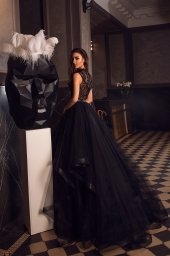 Вечерние Платья 1486 Силуэт  Пишный  Цвет  Black  Вырез  Стойка  Рукава  Без рукавов  Шлейф  Со шлейфом - Фото 3