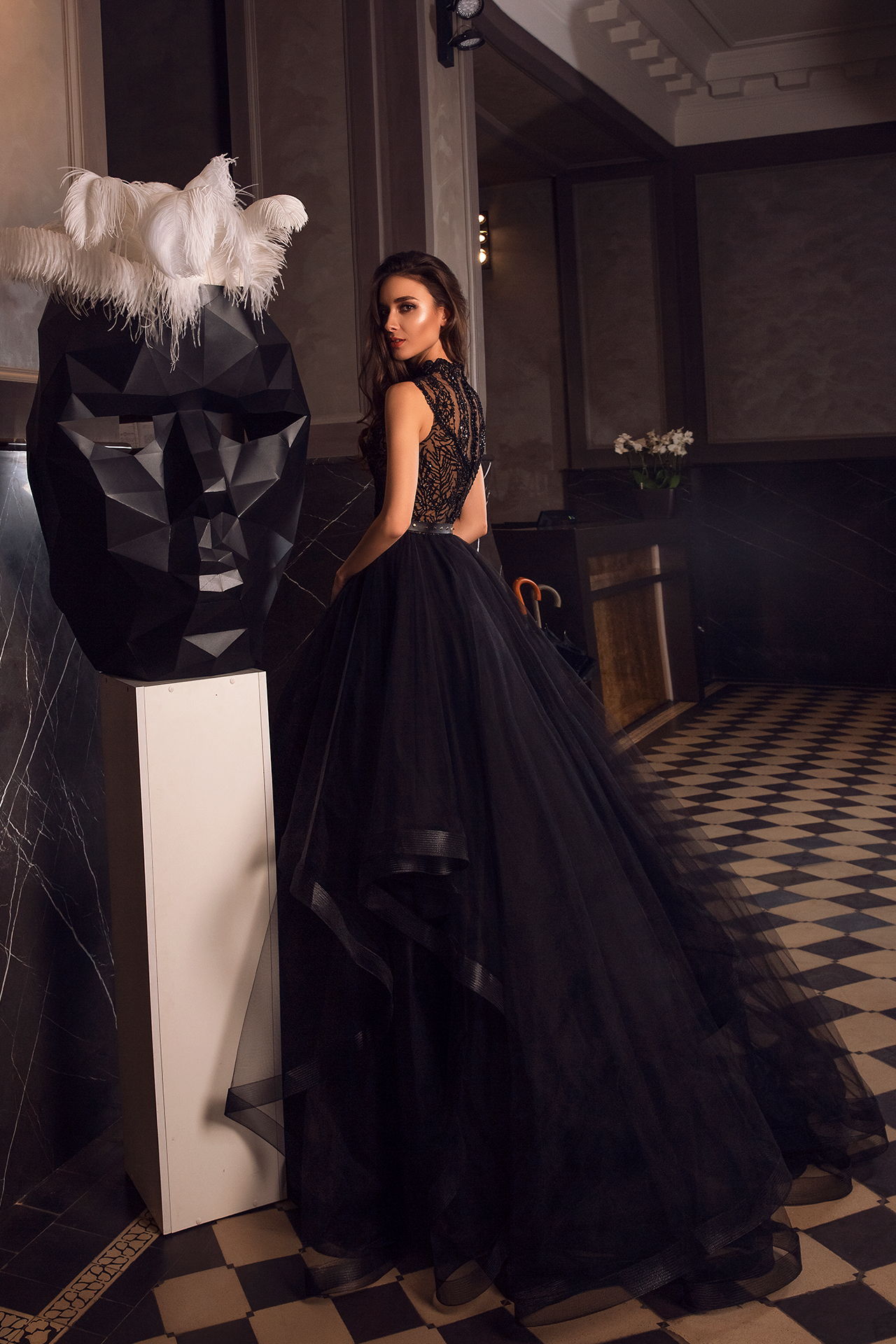 Вечірні сукні 1486 Силует  Пишний  Колір  Чорний  Виріз  Стійка  Рукави  Без рукавів  Шлейф  З шлейфом - Фото 3