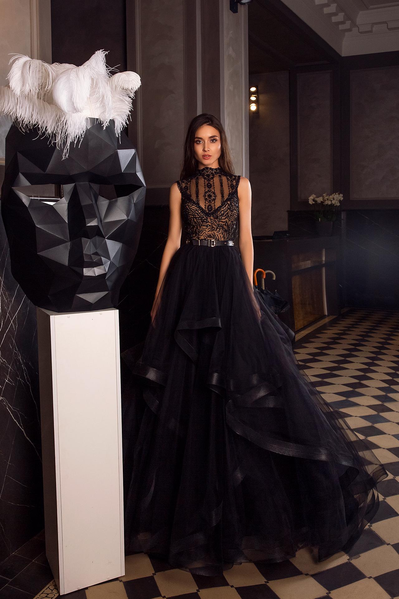 Вечірні сукні 1486 Силует  Пишний  Колір  Чорний  Виріз  Стійка  Рукави  Без рукавів  Шлейф  З шлейфом