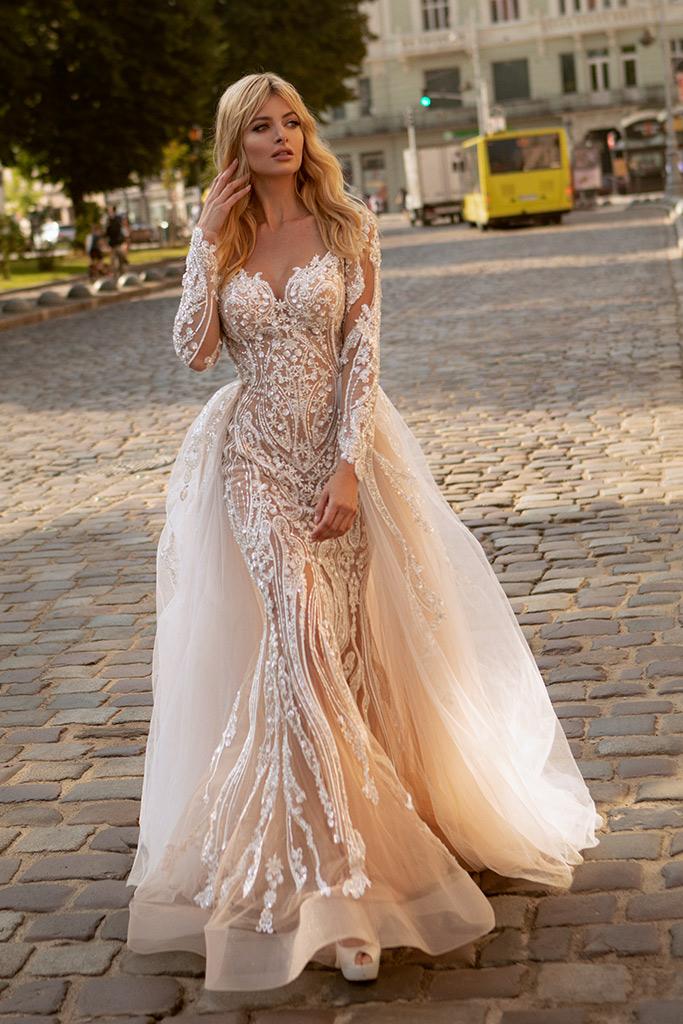 Свадебные платья Trasy Силуэт  Облегающий  Цвет  Пудровый  Кремовиый  Вырез  Сердце  Рукава  Длинный  Шлейф  Съемный шлейф