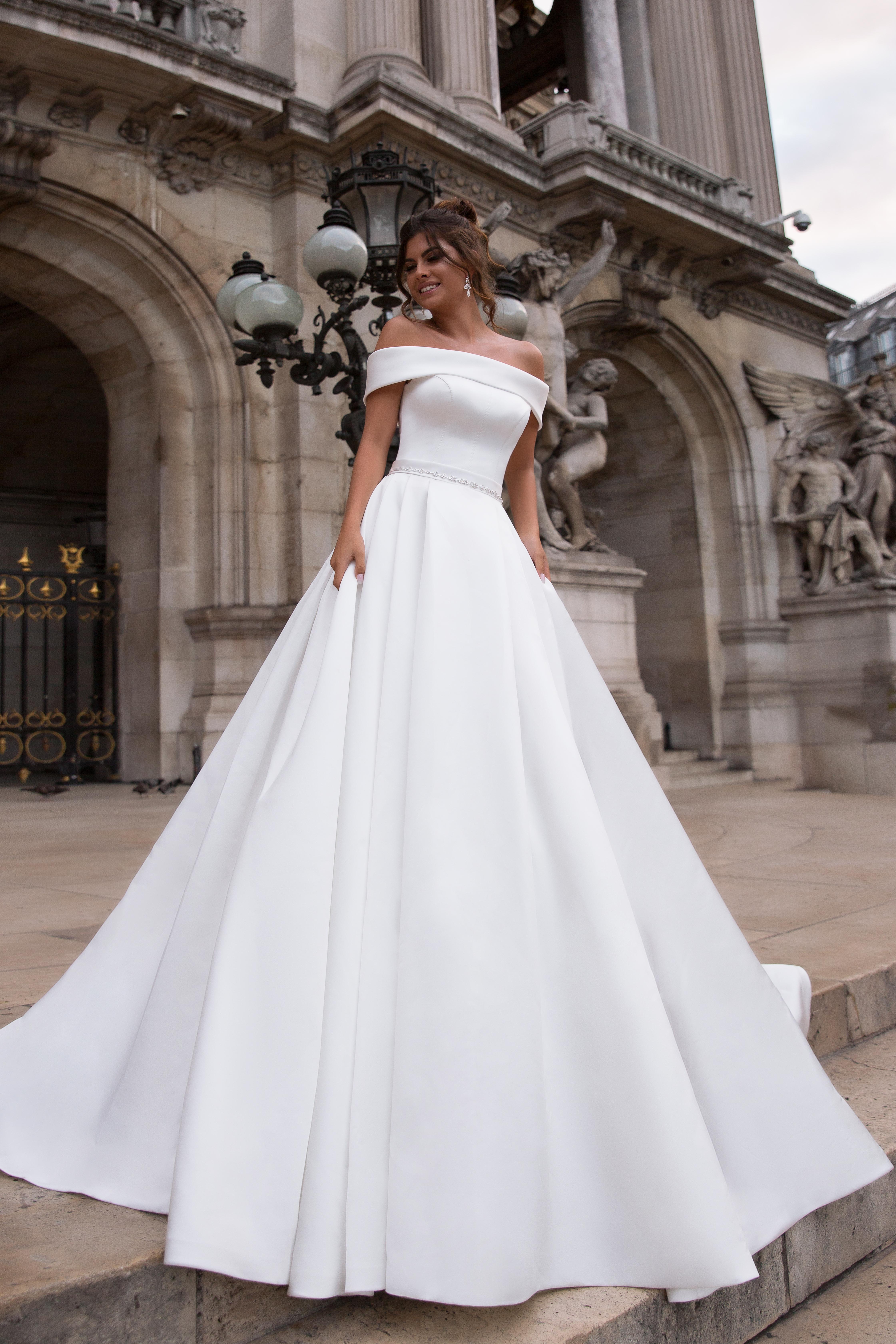 Свадебные платья Evis-1 Силуэт  Пишный  Цвет  White  Вырез  Прямой  Рукава  Приспущенный  Шлейф  Со шлейфом