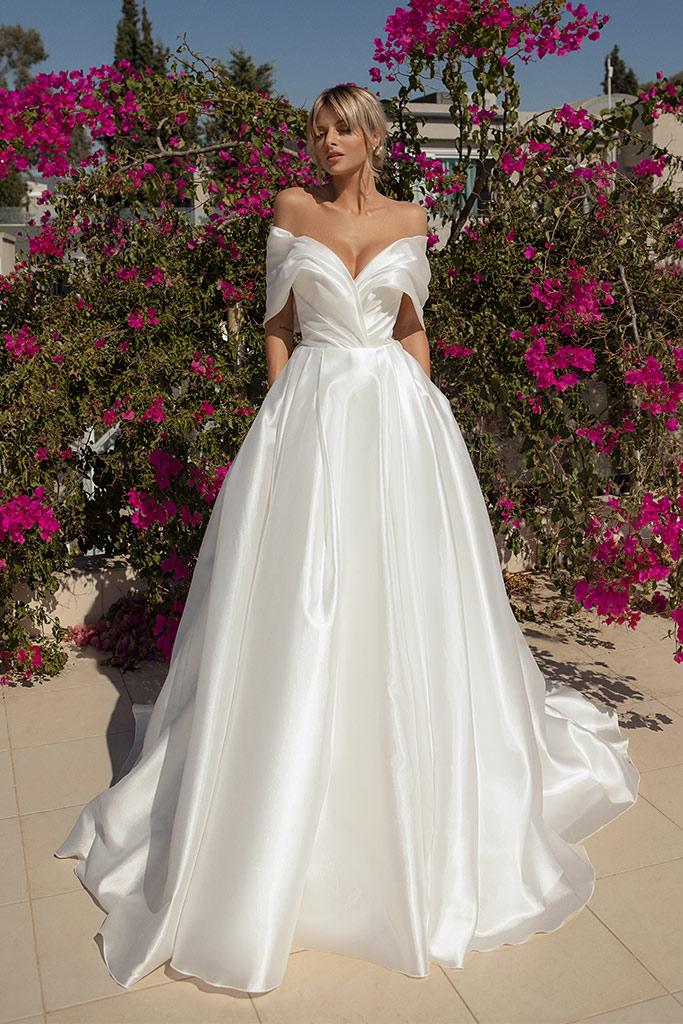 Свадебные платья Alicia Силуэт  А-силует  Цвет  White  Вырез  Сердце  Рукава  Приспущенный  Шлейф  Со шлейфом