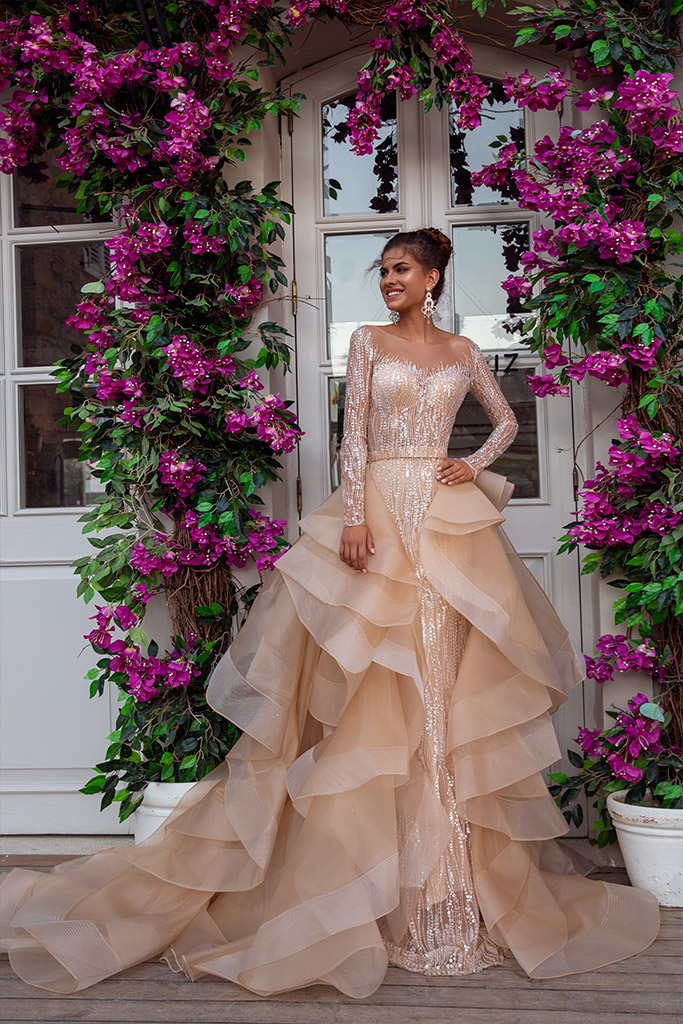 Свадебные платья Jill Силуэт  Облегающий  Цвет  Серебряный  Кремовиый  Вырез  Сердце  Рукава  Длинный  Приталенный  Шлейф  Съемный шлейф