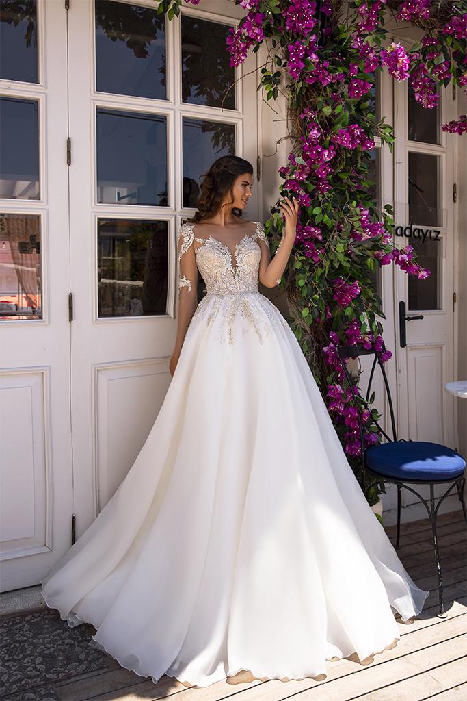 Свадебные платья MIRANDA Силуэт  Пишный  Цвет  Капучино  Кремовиый  Вырез  Сердце  Рукава  Длинный  Шлейф  Со шлейфом