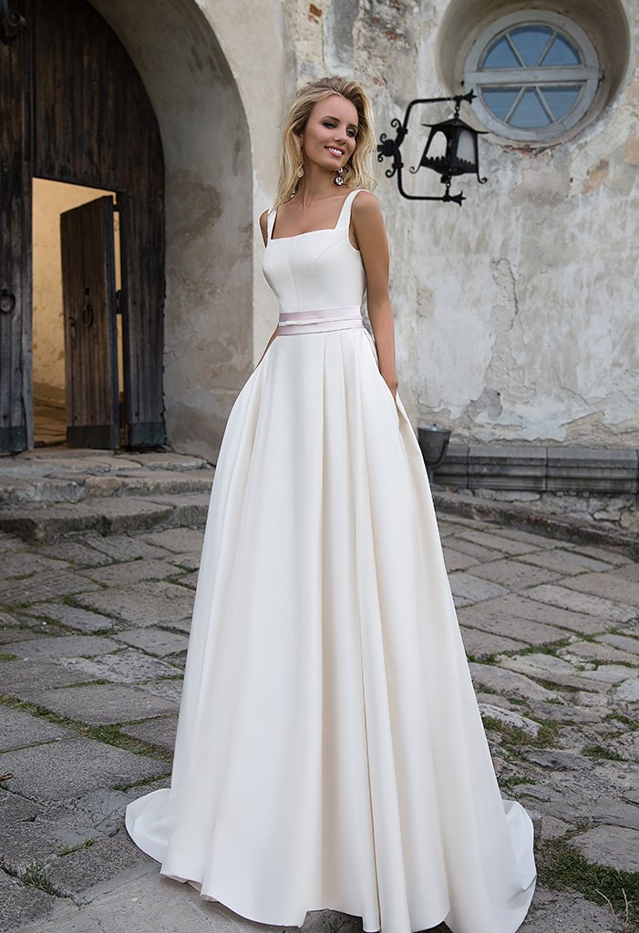 Свадебные платья Robin 1 Цвет  Капучино  Вырез  Квадратный  Рукава  Широкие бретельки  Шлейф  Со шлейфом